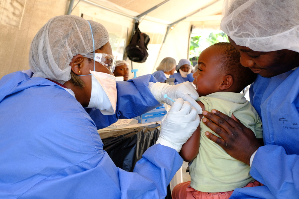 Two-and-half year old Justin* receives his shot the investigational Ebola vaccine rVSV-ZEBOV,at a vaccination point set up in the community of Kimbangu in the city of Beni. [© Samuel Sieber/MSF ]