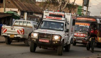 An MSF ambulance on juja road, Nairobi, Kenya  en-route to pick up a patient [ © Kiki / MSF ]