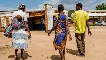 Lita arriving at Nsanje District Hospital. [Photo: Isabel Corthier/MSF]