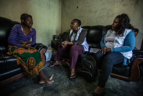 Aida talks with Medecins Sans Frontieres (MSF) outreach workers about the use of contraception.   ©Morgana Wingard/NAMUH