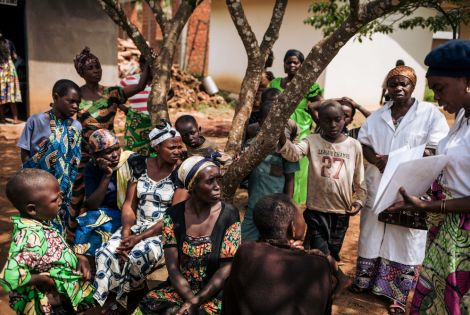 Awareness-raising and information activities on Ebola in DRC (© Alexis Huguet)