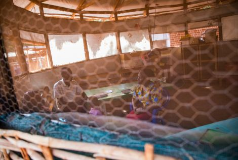 Mental health consultation in the MSF hospital in Nduta refugee camp, Tanzania. [© MSF/Pierre-Yves Bernard]