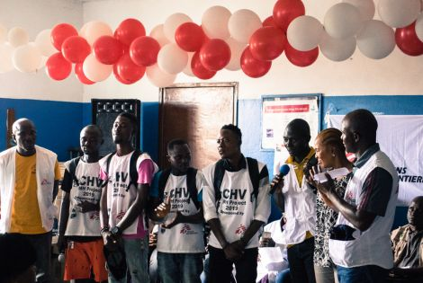 Local volunteers, health workers and MSF staff members celebrated the opening of mental health activities in West Point, Liberia. [© Clément Lier/MSF]