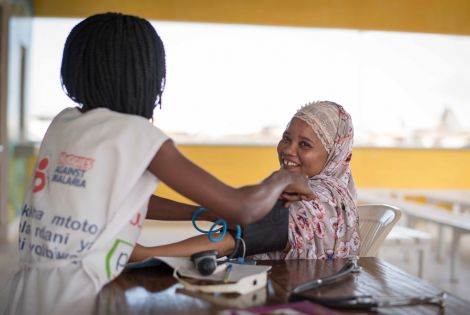 An MSF staff conducts pre-screening antenatal consultations at the Mrima Health Centre.